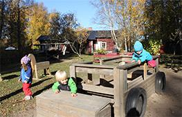 Den fria leken skapar kreativitet och är en viktig del i barnens utveckling.